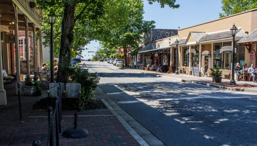 An image of downtown Roswell.
